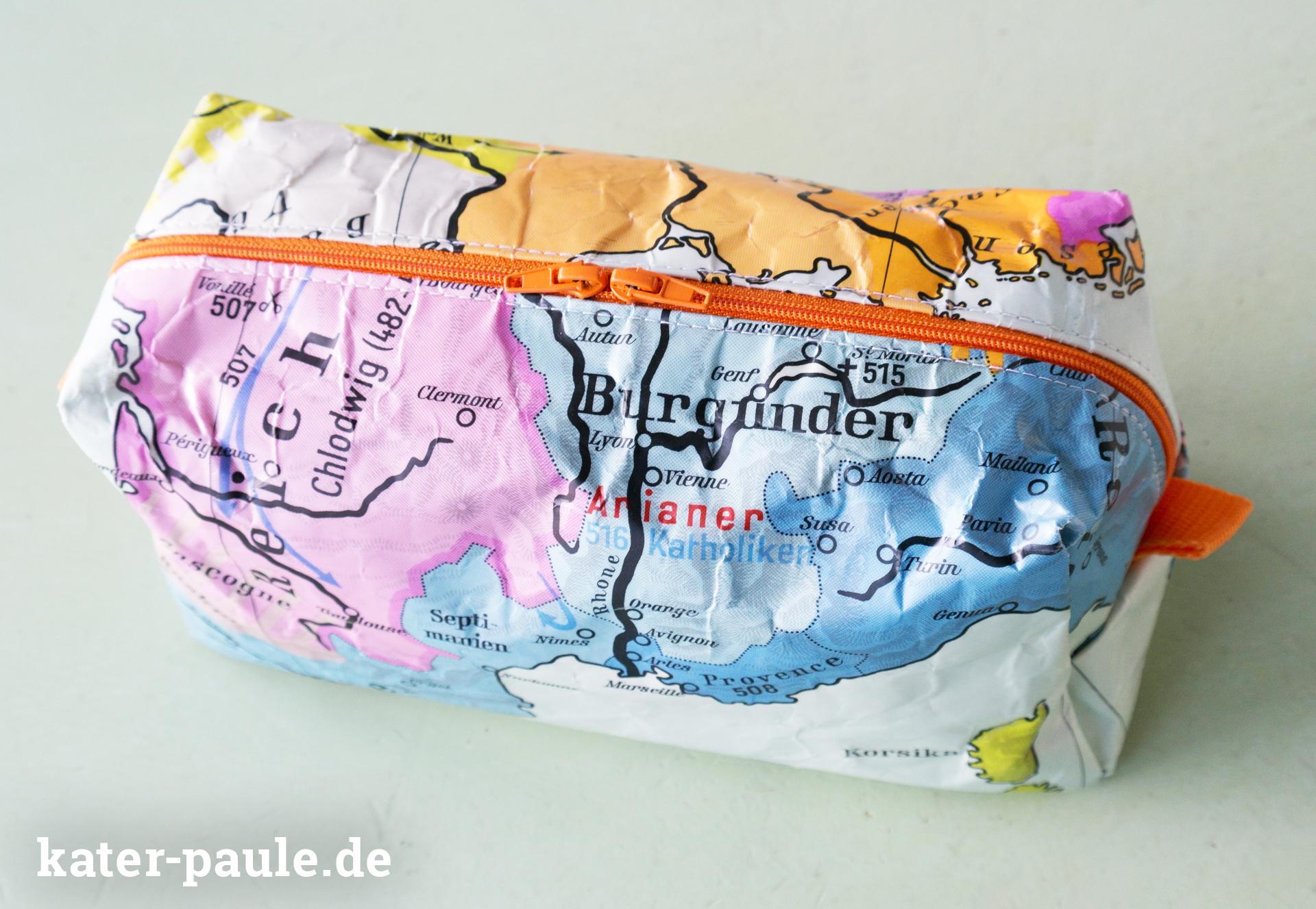 Kulturbeutel - Upcycling aus alter Schulkarte nach dem Freebook Vicky von pattydoo