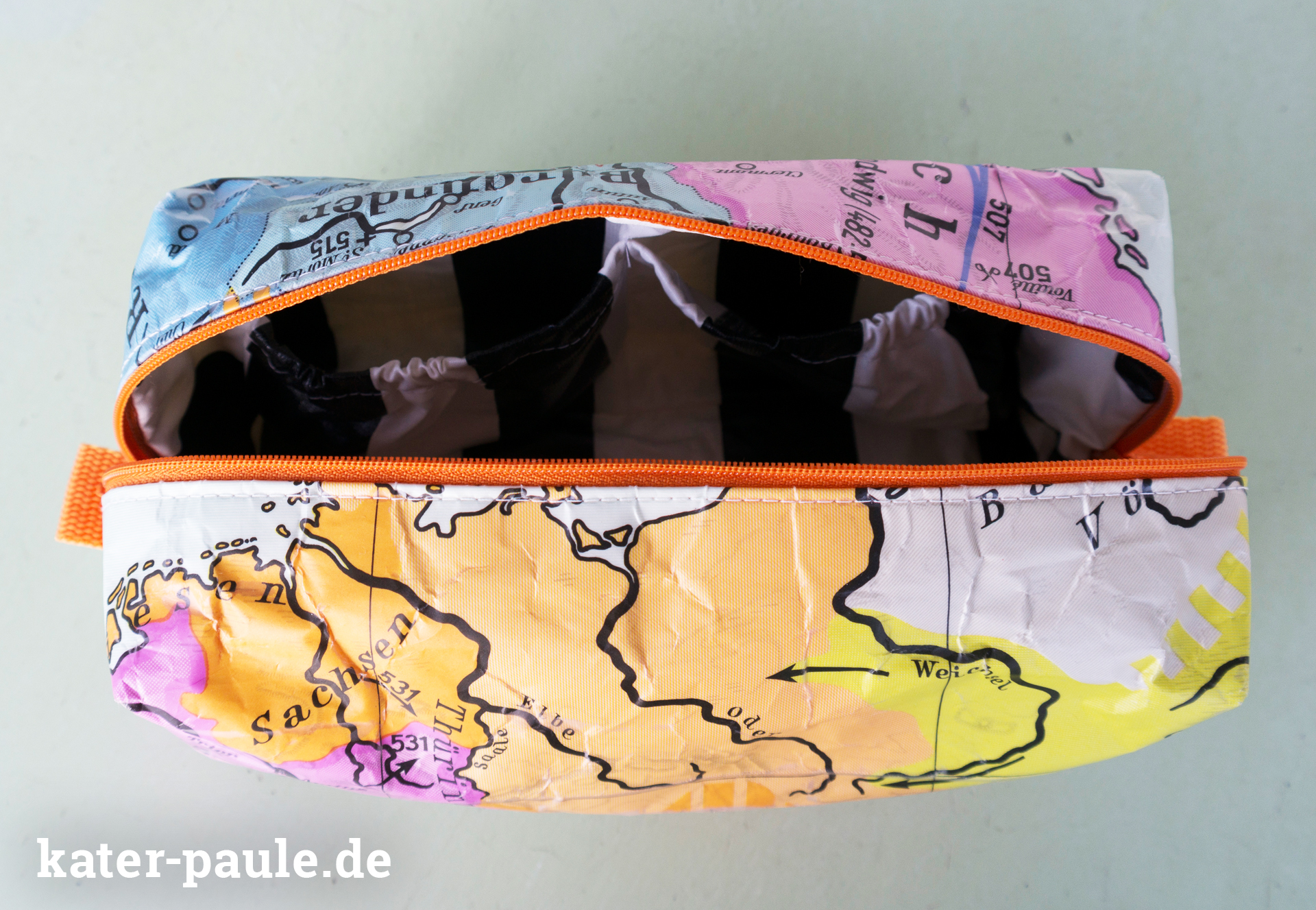 Kulturbeutel - Upcycling aus alter Schulkarte mit Innenfächern aus Wachstuch nach dem Freebook Vicky von pattydoo